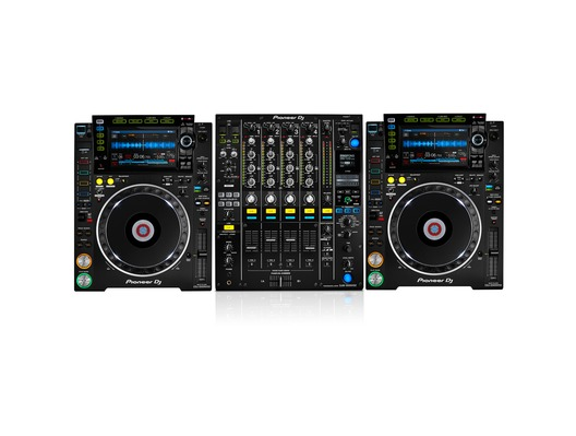 Pioneer DJ CDJ-2000 NXS2 with DJM-900 NXS2 Mixer